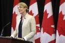 Bilinguisme: la ministre Joly fustige Air Canada