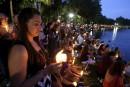 Des dizaines de milliers de personnes rendent hommage aux victimes d'Orlando