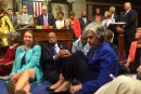 Pas de vote sur les armes au Congrèsmalgré un <em>sit-in</em> d'élus démocrates
