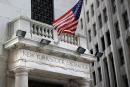 Wall Street chute, mais résiste à la panique après le Brexit