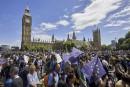 Des milliers de Britanniques manifestent contre le Brexit