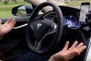 Tesla se penche sur le pilotage automatique, assure le pdg