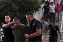 Les morts enterrés, la purge se poursuit en Turquie