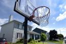 Québec s'attaque aux paniers de basketball