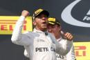 Lewis Hamilton gagne en Hongrie et prend la tête du classement