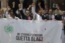 Grève et deuil après un attentat suicide contre des avocats au Pakistan