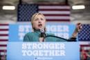 L'entourage d'Hillary Clinton rejette les critiques de Trump sur l'EI