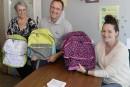 Des sacs d'écoles pour des familles à faible revenu