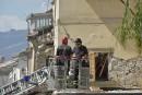 Après le séisme, l'Italie fouille encore les décombres et se prépare au deuil