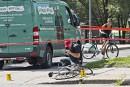 Happé par un camion léger, uncycliste repose dans un état critique