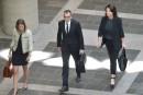 Les professionnels du gouvernement manifestent lors du procès de Normandeau