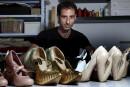Le designer israélien Kobi Levi débride la chaussure à talons et donne vie à des souliers psychédéliques et pleins d'humour qui font fureur chez les stars, avec leurs formes d'animaux, d'objets du quotidien, ou même de célébrités. Présentation en photos de Thomas Coex et Daphné Rousseaud'Agence France-Presse