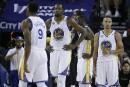 Les Warriors corrigés à domicile par les Spurs