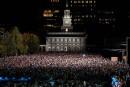 Les Clinton et les Obama réunis lors d'un gigantesque rallye à Philadelphie
