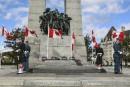 Monument de guerre: prêt pour le jour du Souvenir