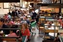 Clinton, pédophilie et une pizzeria: la fausse rumeur qui sévit sur les réseaux sociaux
