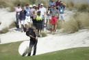 Tiger Woods part en lion, puis trébuche