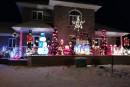 Décembre arrive à grands pas! Les décorations de Noël apparaissent un peu partout dans les commerces, tandis que les maisons commencent à revêtir leurs habits du temps des fêtes. Vous avez, cette année encore, pris plaisir à habiller votre sapin, à accrocher des bas de Noël au foyer ou à décorer l'extérieur de votre maison?<br />Chaque année, Noël apporte un nouveau décor chaleureux dans les maisons du Québec. Souvent synonymes de joie, les décorations de Noël apportent un peu de lumière pendant ce moment de l'année où le soleil se couche très tôt.Le Toit &amp; Moi vous invite donc à partager vos créations et vos idées. Envoyez-nous vos photos afin que nos lecteurs puissent eux aussi, prendre autant de plaisir que vous à égailler leurs foyers!