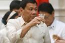 Le président philippin affirme avoir tué