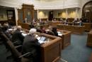 Nouvelle convention des cols blancs: cinq conseillers votent contre