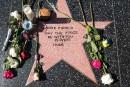 Les admirateurs de Carrie Fisher improvisent une étoile sur le Walk of Fame