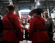 Des membres de la Gendarmerie royale du Canada transportent le... | 20 janvier 2017