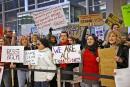 Problèmes dans les aéroports: Trump blâme les manifestants