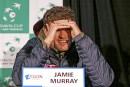 Jamie Murray est aveuglé par l'éclairage lors du point de...   1 février 2017