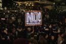 Des centaines d'étudiants manifestent contre un éditorialiste de Breitbart