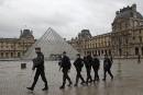 Attaque au Louvre: les enquêteurs sur la piste d'un Égyptien<strong></strong>