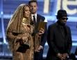 Arborant un look égyptien, Beyoncé a fait son apparition en...   12 février 2017