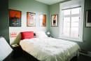 Dans la chambre principale, la couleur vert pâle des murs... | 15 février 2017