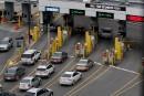 Frontière américaine: passeport et mots de passe, SVP!