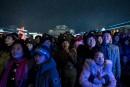 Au centre-ville de Pyongyang, des Nord-Coréens contemplent les feux d'artifice... | 16 février 2017