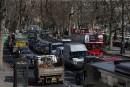 Londres instaure une taxe sur les voitures polluantes