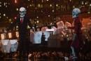 Katy Perrya fait venir sur la scène deux squelettes géants... | 22 février 2017