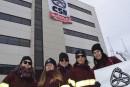 Coup d'éclat des paramédicaux au bureau de Philippe Couillard