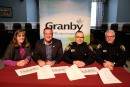 Les policiers de Granby ont signé leur nouvelle convention collective.... | 27 février 2017
