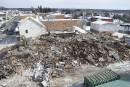 Une autre vue de la démolition de l'immeuble, le vendredi... | 10 mars 2017