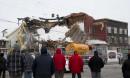 Les gens du coin ont assisté à la démolition du... | 10 mars 2017