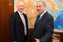L'émissaire de Trump poursuit la rupture, rencontre les colons israéliens