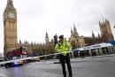 Des policiers sont sur le pied d'alerte près du parlement... | 22 mars 2017