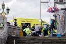 Des secouristes et ambulanciers interviennent auprès de blessés.... | 22 mars 2017