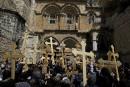 Des pèlerins s'apprêtent à pénétrer dans l'Église du Saint Sépulcre,... | 14 avril 2017