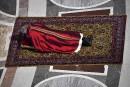 Le pape François s'étend au sol pour prier durant une... | 14 avril 2017