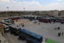 L'évacuation de localités assiégées en Syrie reprend après un attentat<strong></strong>