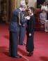 La designer Victoria Beckham a été décorée mercredi des insignes... | 19 avril 2017