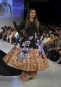 Une création du designer Ali Xeeshan présentée à la Fashion... | 19 avril 2017