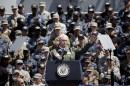 Le vice-président des États-Unis, Mike Pence, harangue les militaires américains...   19 avril 2017