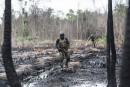 Des membres de la Force opérationnelle interarmées traversent un site... | 20 avril 2017
